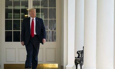 Không chịu nhận thua nhưng ông Trump vẫn để lại thư tay