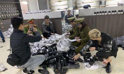 Thu giữ hàng nghìn sản phẩm giả nhãn hiệu tại chuỗi AE Shop Việt Nam