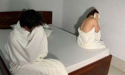 Bắt quả tang 2 cô gái bán dâm cho khách trong nhà nghỉ: Giá