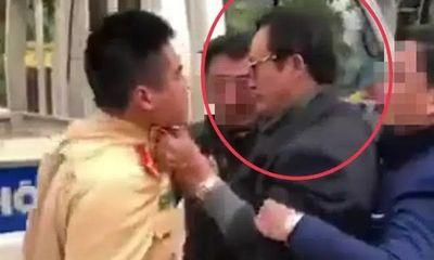 Chi cục trưởng Chi cục Dân số túm cổ áo CSGT bị tước giấy phép lái xe, phạt 35 triệu đồng