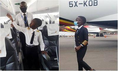 Khi bạn bè còn lo ăn học, cậu bé 7 tuổi đã biết lái máy bay, được trao danh hiệu