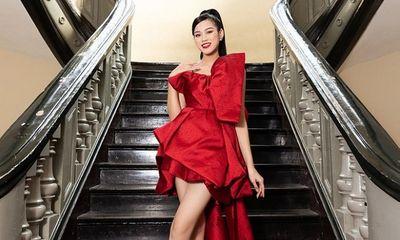 Ảnh tự đăng của Hoa hậu Đỗ Thị Hà chân dài miên man khó tin, qua camera thường thì có gì khác biệt?