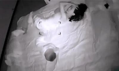Vợ sinh con xong hờ hững hẳn với chồng, người đàn ông sinh nghi lắp camera theo dõi rồi ứa nước mắt