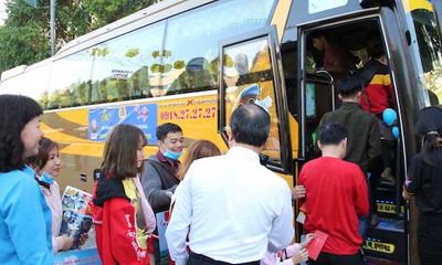 Tặng 4.000 vé xe giúp công nhân Bình Dương về quê ăn Tết