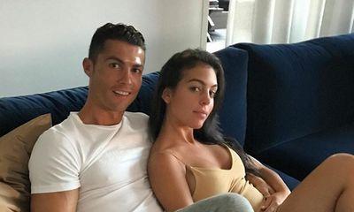 Cristiano Ronaldo bị cảnh sát điều tra sau chuyến nghỉ dưỡng cùng cô bạn gái nóng bỏng