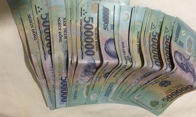 Vụ cô gái đi xe máy đánh rơi cọc tiền 30 triệu: Người bán nước trả lại 15 triệu đồng