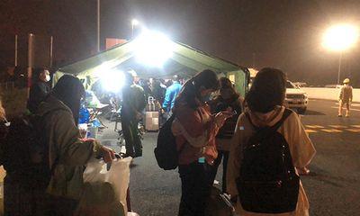 Chặng đường về nhà của nữ sinh Quảng Ninh: Đứng xếp hàng, chờ đợi để được khai báo y tế