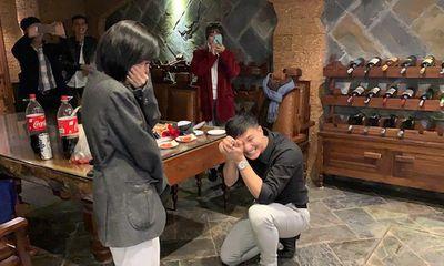 Huỳnh Anh cầu hôn bạn gái,