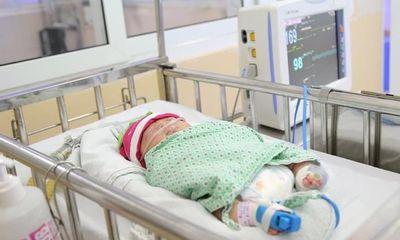 Bé gái sơ sinh bị bỏ rơi bên cạnh giỏ quần áo ở Long Biên được các bác sĩ đặt tên