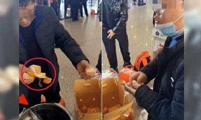 Tiếc tiền ký gửi hành lý, 4 người đàn ông xử gọn 30kg quýt ngay tại sân bay, nhận hậu quả đáng sợ