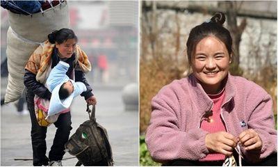 Bà mẹ cõng bao tải khổng lồ, ôm con nhỏ nổi tiếng chỉ nhờ bức ảnh, đổi đời ngoạn mục sau 11 năm