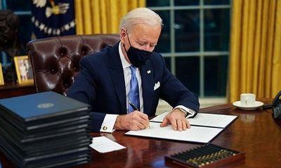 Tổng thống Joe Biden ký sắc lệnh đảo ngược chính sách nhập cư Mỹ