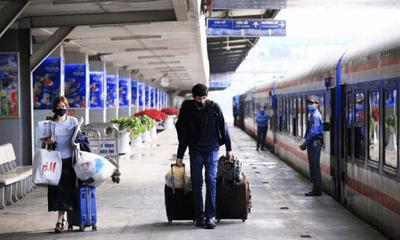 Hành khách ùn ùn trả vé Tết, ngành đường sắt gặp khó, nhiều thời điểm thiếu tiền mặt cục bộ