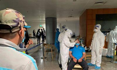 Phát hiện 4 mẫu gộp của nhân viên sân bay Tân Sơn Nhất nghi dương tính với SARS-CoV-2