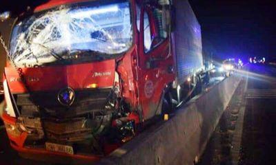 Tin tai nạn giao thông ngày 8/2: Xe tải đâm ô tô, tài xế và phụ xe tử vong trên cabin