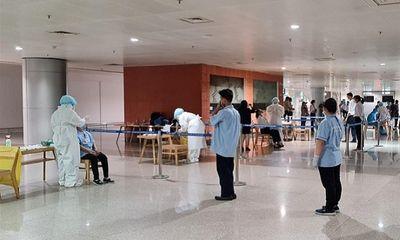 TP.HCM lấy mẫu xét nghiệm khẩn cấp 1.000 nhân viên sân bay Tân Sơn Nhất