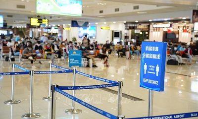 Bác tin đóng cửa sân bay Nội Bài vì nhân viên tiếp xúc ca nhiễm COVID-19