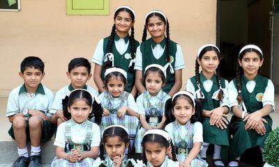 Độc lạ ngôi trường có tới 17 cặp song sinh, giáo viên bối rối vì không phân biệt nổi