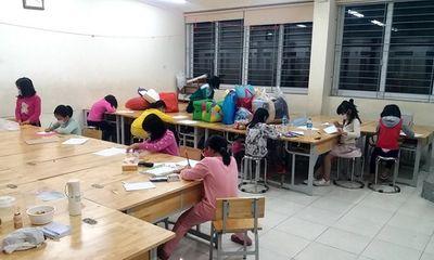 Học sinh Xuân Phương tạo thiệp chúc tết trong khu cách ly