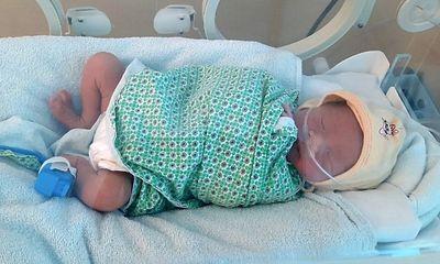 Xót xa bé sơ sinh mới 38 giờ tuổi bị bỏ rơi ở Hà Nội: Nội dung lá thư tay viết gì?