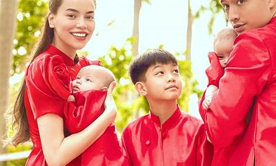 Gia đình Hà Hồ - Kim Lý diện áo dài đỏ, chiếm trọn