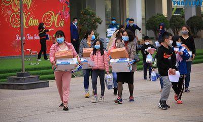 Kết thúc cách ly, 42 học sinh trường Xuân Phương vui mừng về nhà ngày mùng 3 Tết