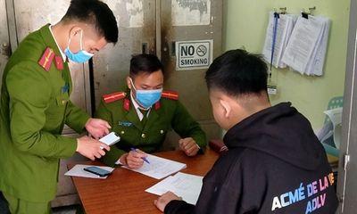 """Bắc Giang: """"Khoe"""" video đốt pháo lên Facebook, hai thanh niên bị phạt 3 triệu đồng"""