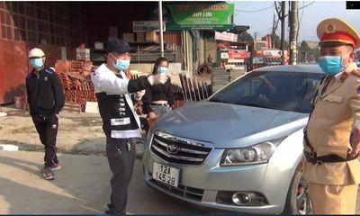 Bị dừng xe yêu cầu đo nồng độ cồn, tài xế rút điện thoại livestream hơn 1 tiếng đồng hồ