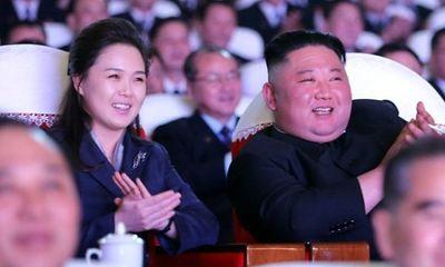 Phu nhân ông Kim Jong-un lần đầu xuất hiện sau hơn 1 năm ở ẩn