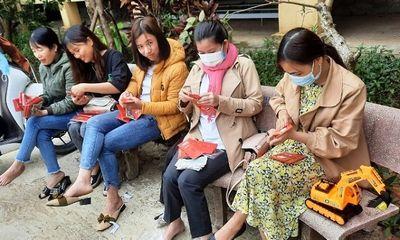 Người thầy mang lì xì bất ngờ đến 4.300 học sinh dân tộc thiểu số tại Nam Trà My