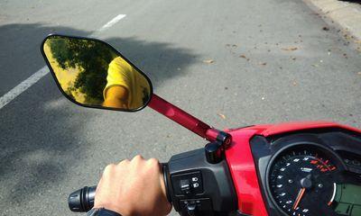 Từ năm 2021, đi xe không gương chiếu hậu bị phạt bao nhiêu tiền?