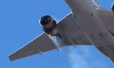 Máy bay bất ngờ gặp sự cố, hàng loạt mảnh vỡ rơi xuống khu dân cư