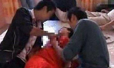 Tỉnh dậy sau cơn say, nàng phù dâu phát hoảng vì thấy 2 người đàn ông nằm cạnh