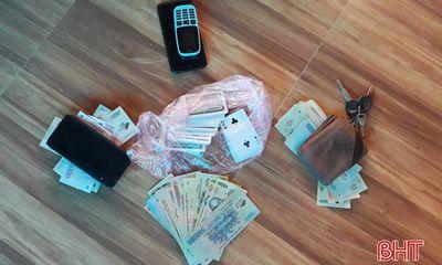 Bắt quả tang Phó Bí thư Đảng ủy xã đánh bạc ở Hà Tĩnh