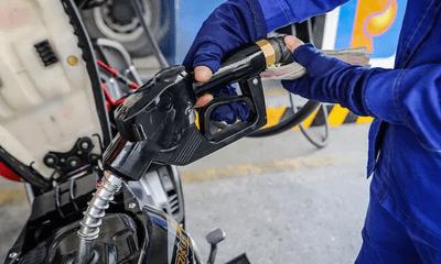 Giá xăng dầu dự kiến tăng vọt từ 15h ngày hôm nay (25/2)