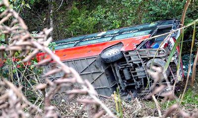 Tin tai nạn giao thông ngày 28/2: Xe tải tông đuôi xe khách, 1 người chết, 7 người bị thương