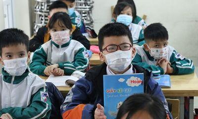 Học sinh Hà Nội ngày đầu trở lại trường sau