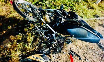 Xe máy đấu đầu container, 2 anh em chết thảm