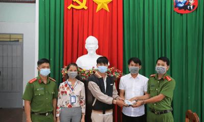 Lâm Đồng: Nhặt được ví tiền đựng hơn 100 triệu đồng, học sinh lớp 12 trả lại người đánh mất