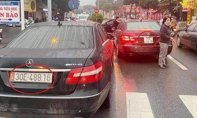2 xe sang Mercedes E300 cùng biển số