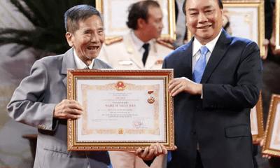 Video: NSND Trần Hạnh hạnh phúc khi được trao tặng danh hiệu cao quý