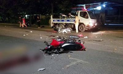 Kinh hãi phát hiện 4 người nằm bất động trên đường sau tiếng động cực mạnh