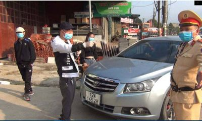 Vi phạm nồng độ cồn, lại không có bằng lái xe, tài xế ô tô bị phạt hơn 40 triệu đồng