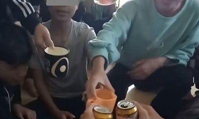 Làm rõ clip nữ giáo viên chủ nhiệm uống bia cùng học sinh, quay clip đăng lên mạng