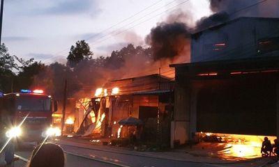 Bình Dương: Cháy lớn thiêu rụi 5 kiot và 1 nhà dân, cả khu dân cư hoảng loạn