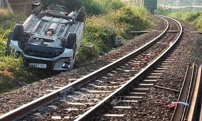 Tin tai nạn giao thông ngày 8/3: Tàu hỏa húc văng xe ô tô 7 chỗ khiến 3 người thương vong