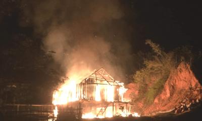 Vụ nghịch tử cầm dao đuổi chém, đốt nhà bố mẹ: Chủ tịch xã hé lộ về hoàn cảnh gia đình