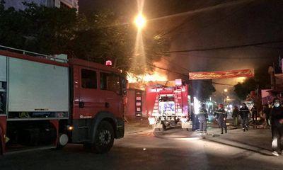 Cửa hàng thiết bị điện cháy lớn ở Hải Phòng: Hàng chục người dập lửa