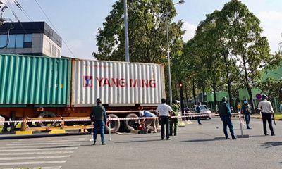 Nữ nhân viên cửa hàng tiện lợi tử vong vì cuốn vào gầm container