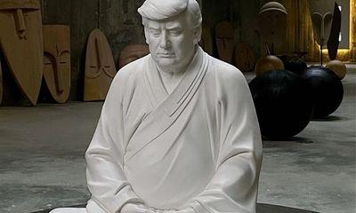 Tượng ông Trump mặc cà sa ngồi thiền gây sốt ở Trung Quốc